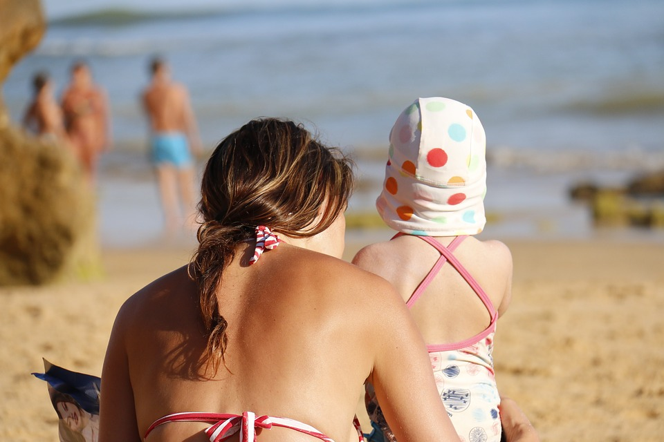 Some Top Tips for Holidaying as a Single Parent - Guest Post by Emily Jones